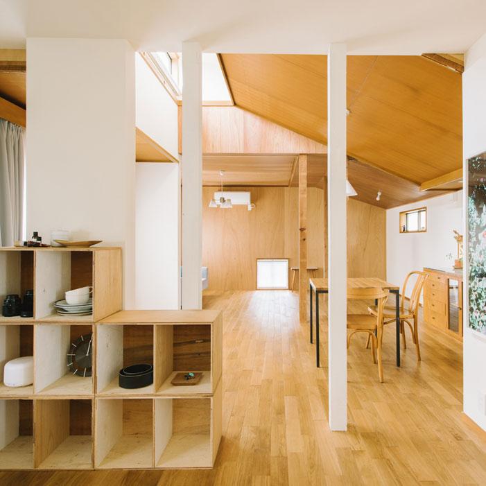 wooden-house-ogikubo-interior-made-of-wood